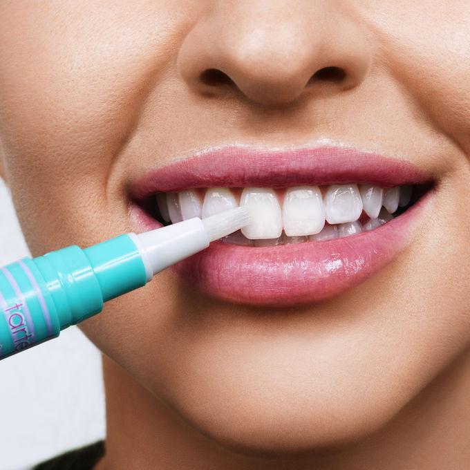 943-pearly-girl-vegan-teeth-whitening-pen-ATHLEISURE-model_ALT
